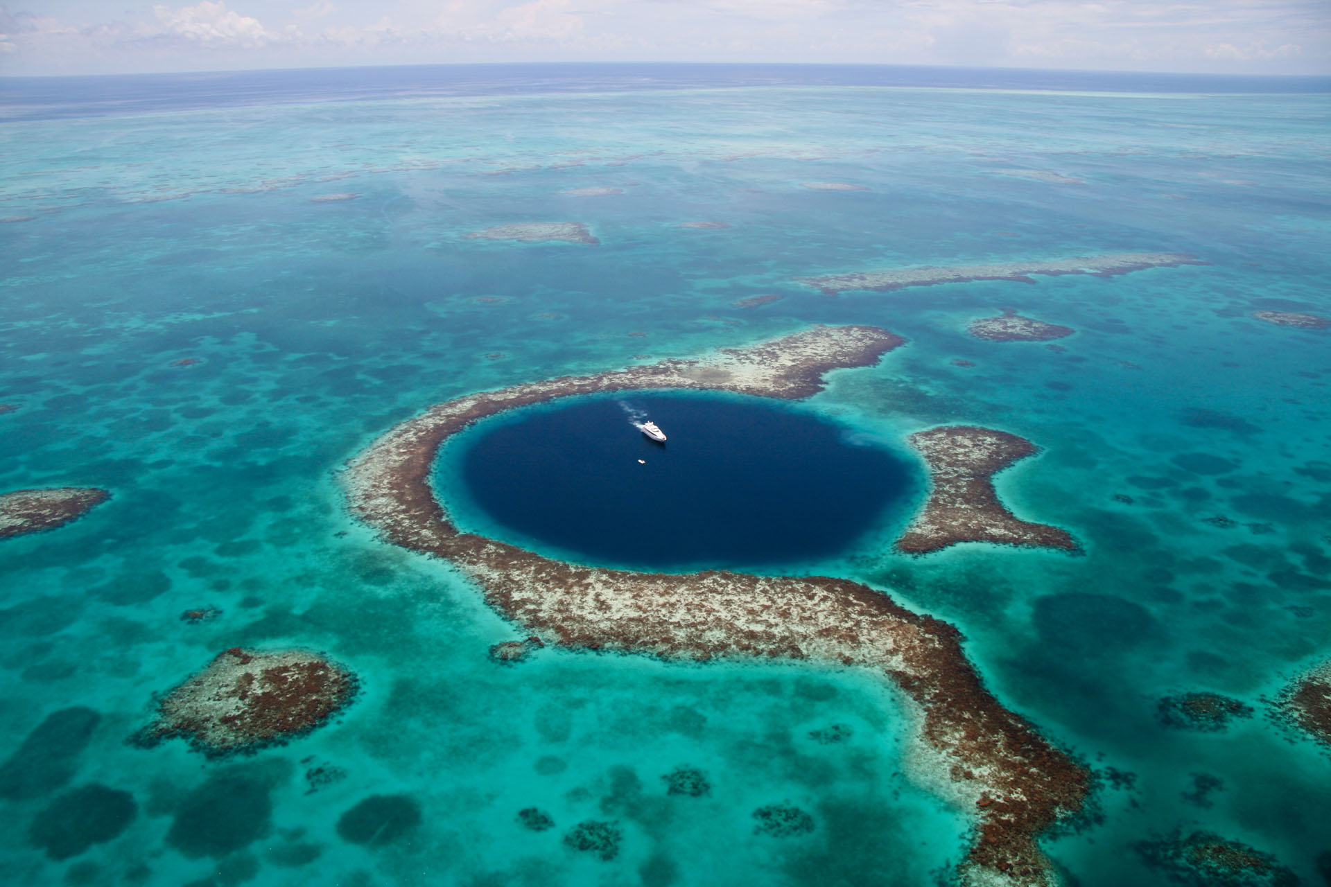 00_great-blue-hole-belize-1[6]