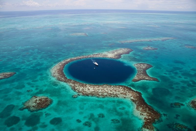 01_great-blue-hole-belize-1[6]