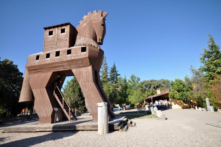 24-turkey-trojan-horse