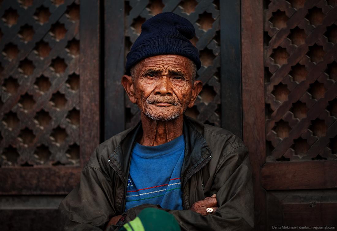 Kathmandu. The streets and shrines_21