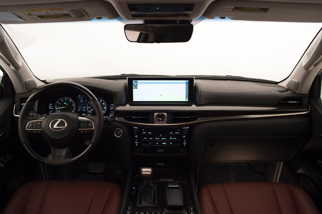 Lexus LX_4