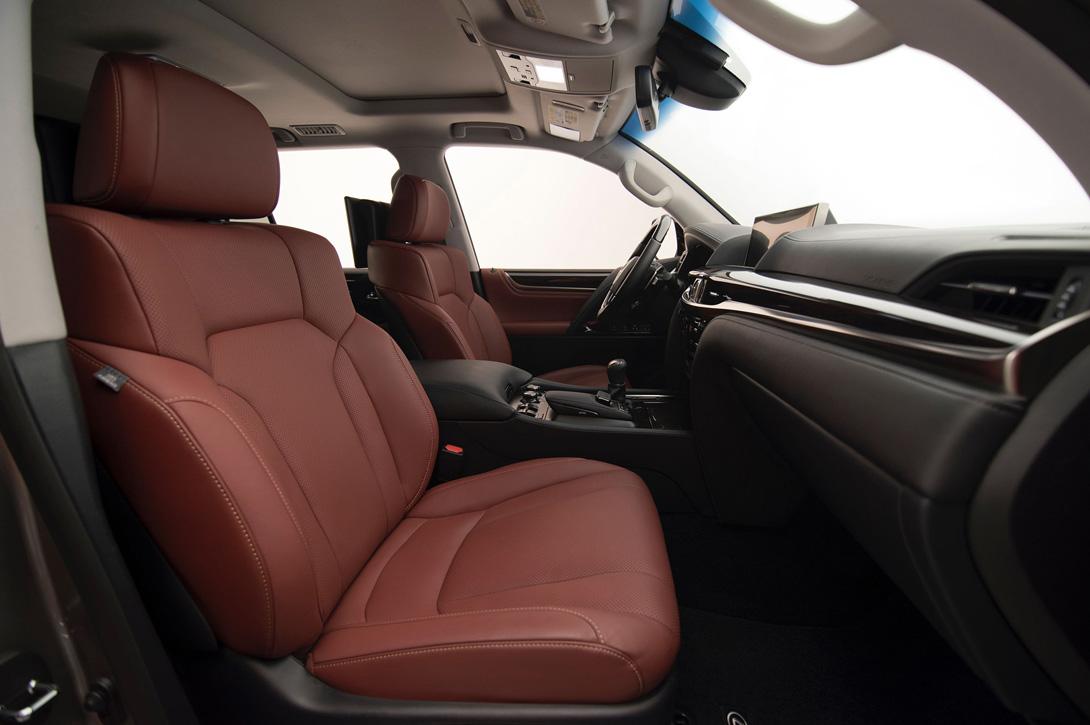 Lexus LX_5