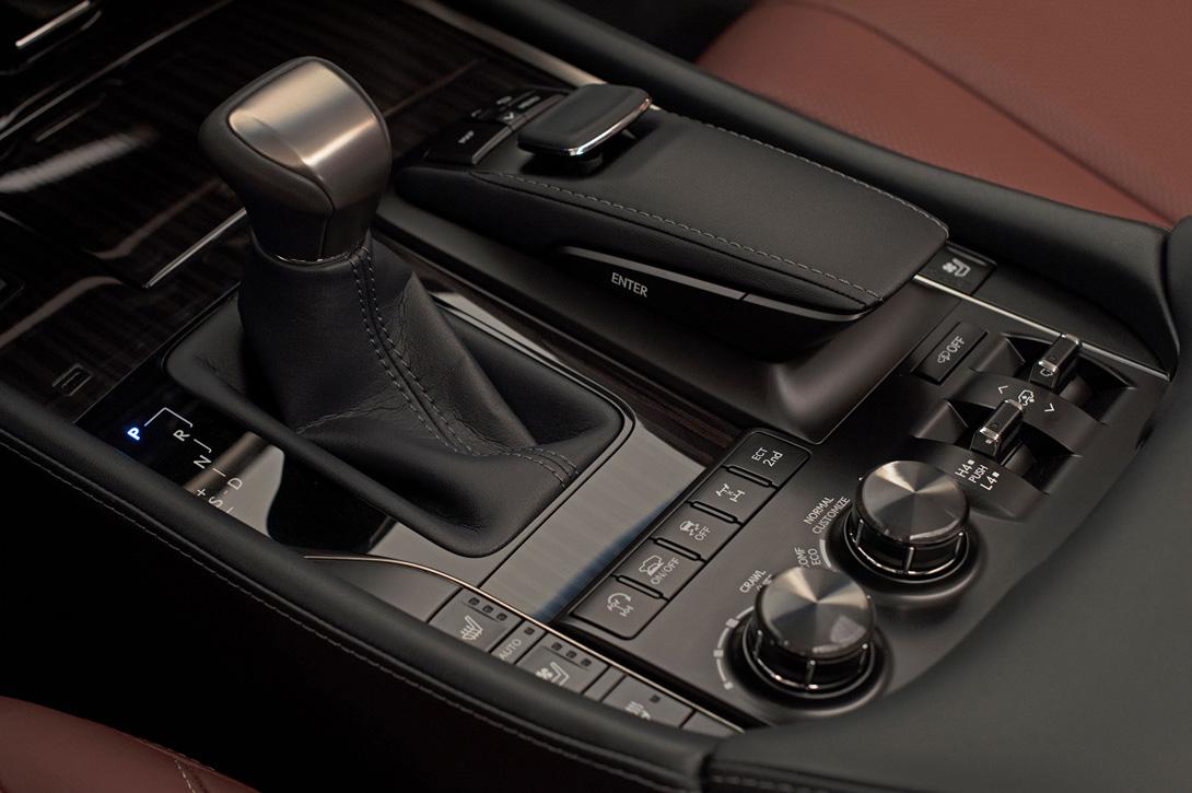 Lexus LX_7