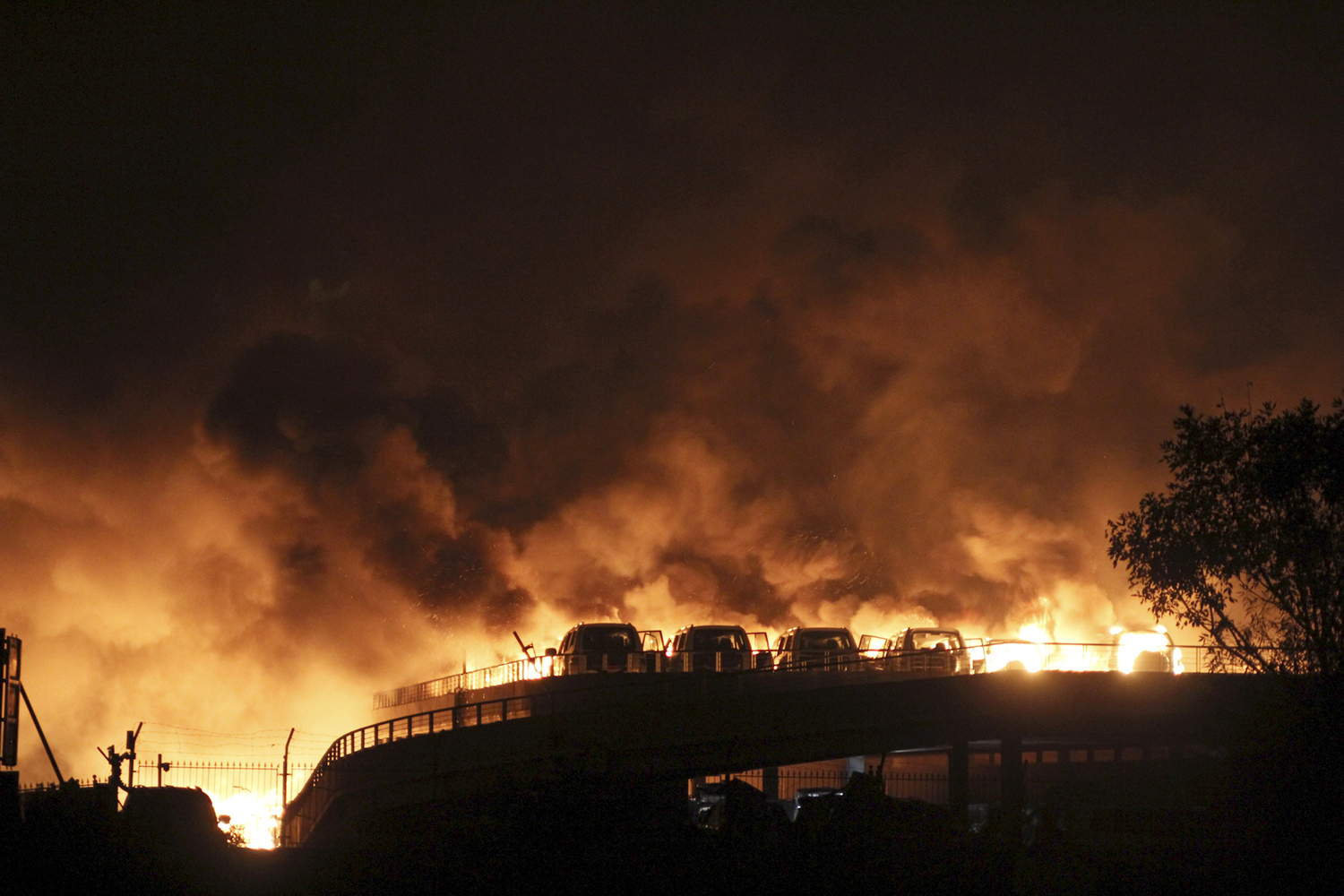 Massive Explosions in Tianjin, China_02