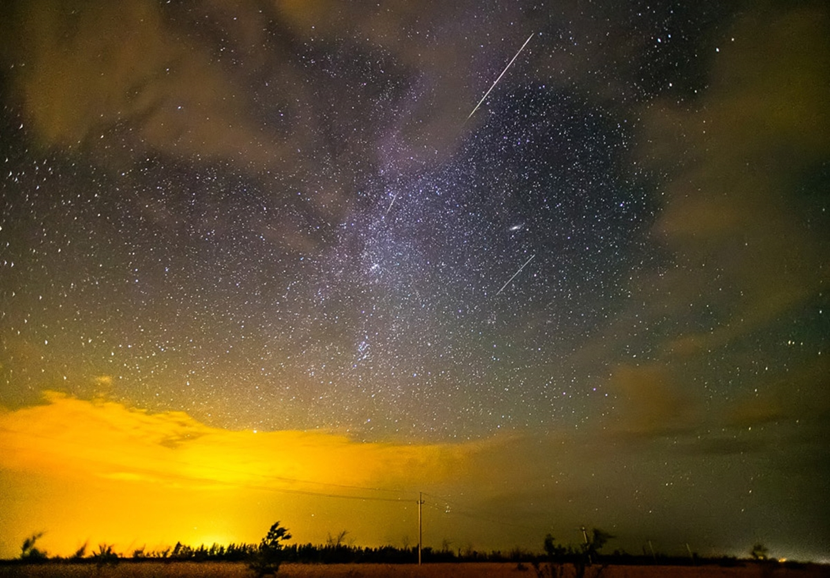 Perseid meteor shower_00