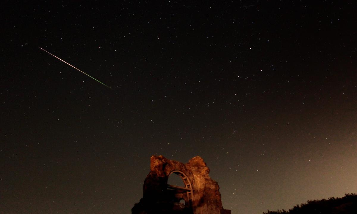 Perseid meteor shower_01