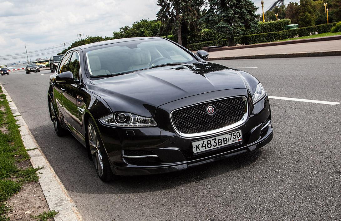 Jaguar XJ остается в наших глазах машиной для себя