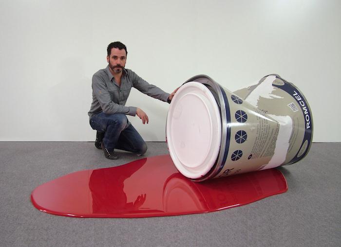 Художник превращает повседневные предметы в крупногабаритные скульптуры