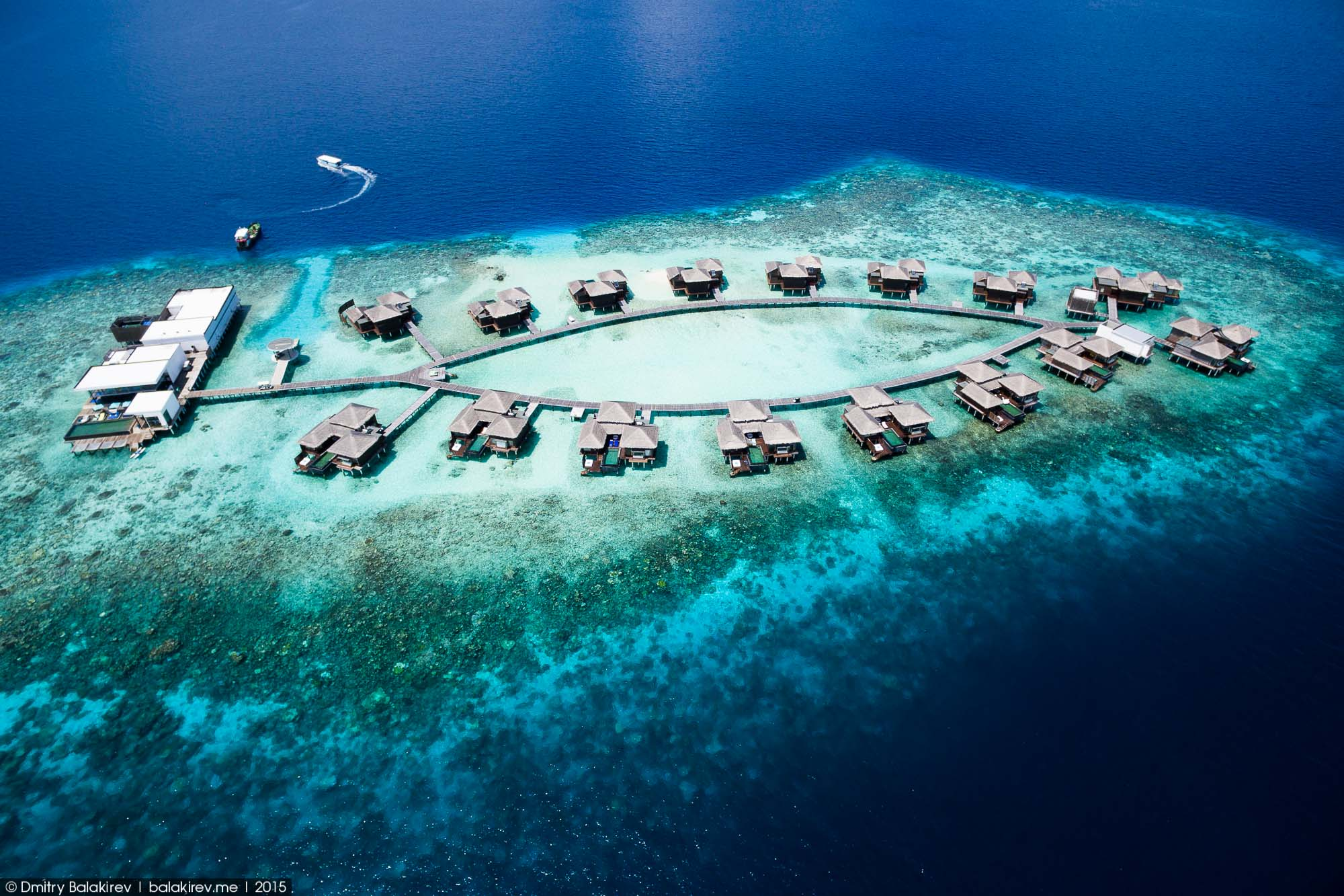 Island in the Maldives in the form of heart 07