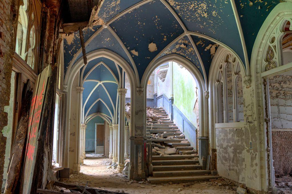 Miranda Castle 02