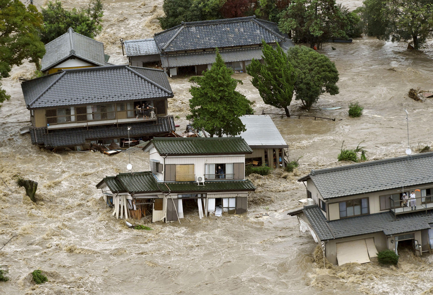 Typhoon Etau Triggers Flooding in Japan 01