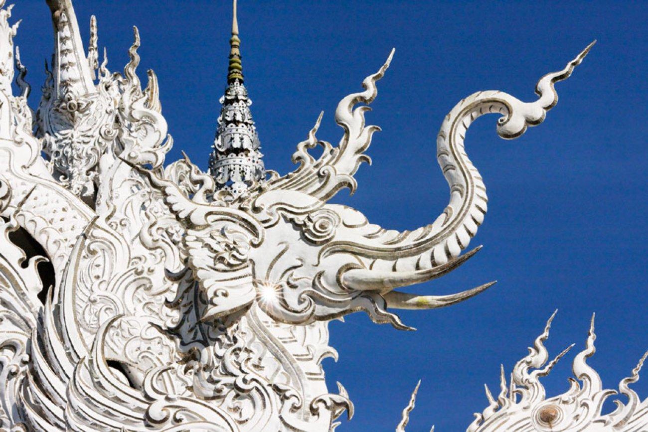 ce-temple-bouddhiste-de-thailande-est-d-une-beaute-epoustouflante-01