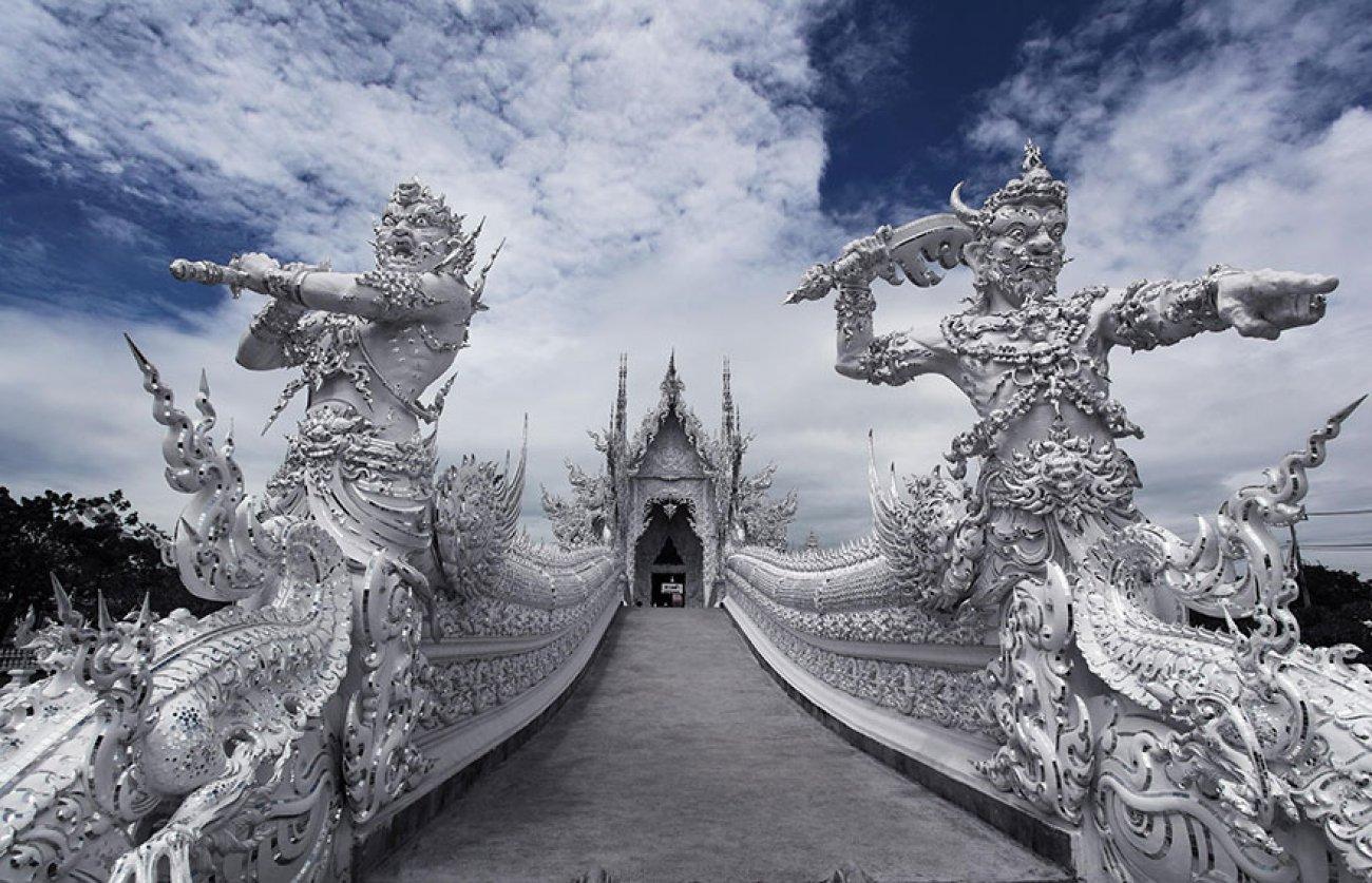 ce-temple-bouddhiste-de-thailande-est-d-une-beaute-epoustouflante-02