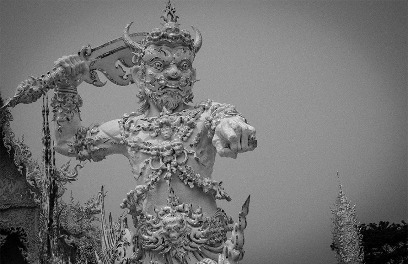 ce-temple-bouddhiste-de-thailande-est-d-une-beaute-epoustouflante-04