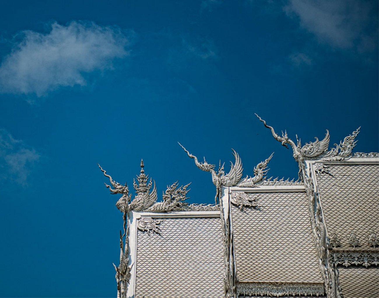 ce-temple-bouddhiste-de-thailande-est-d-une-beaute-epoustouflante-06