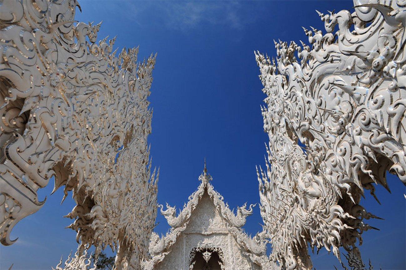 ce-temple-bouddhiste-de-thailande-est-d-une-beaute-epoustouflante-08