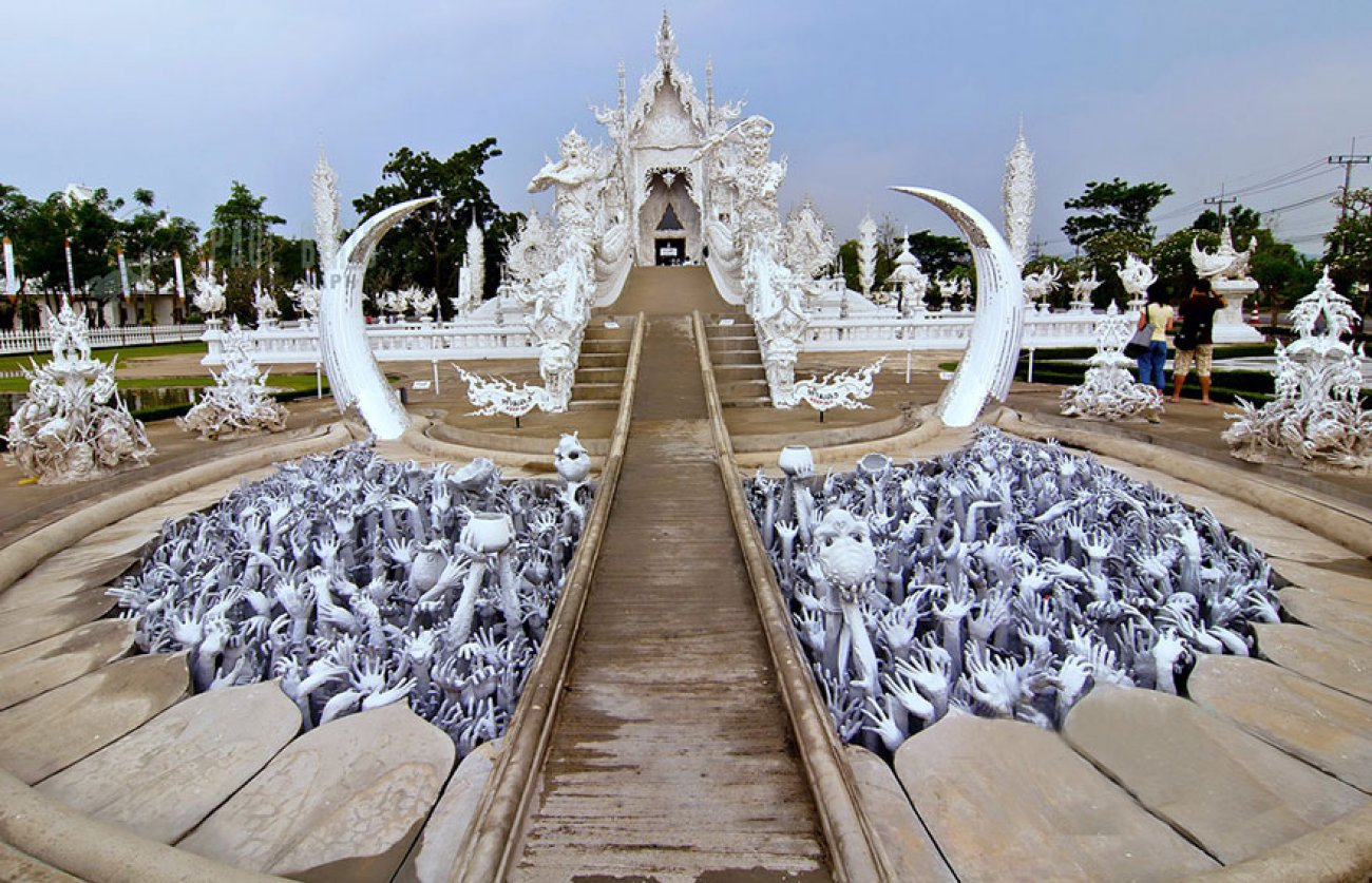 ce-temple-bouddhiste-de-thailande-est-d-une-beaute-epoustouflante-09