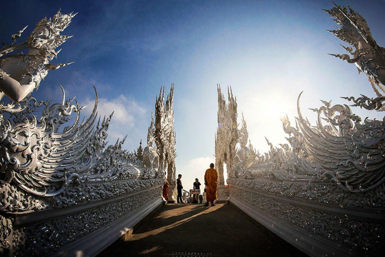 ce-temple-bouddhiste-de-thailande-est-d-une-beaute-epoustouflante-10
