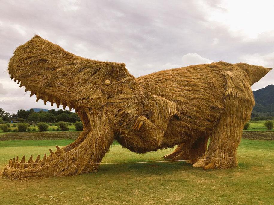dinosaur-straw-sculptures-wara-art-festival-niigata-japan-13