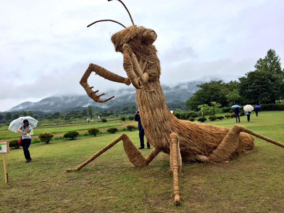 dinosaur-straw-sculptures-wara-art-festival-niigata-japan-4