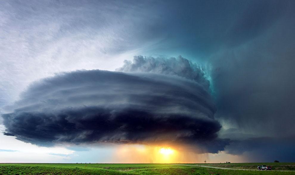 Захватывающие дух фотографии смертоносных бурь по всему миру