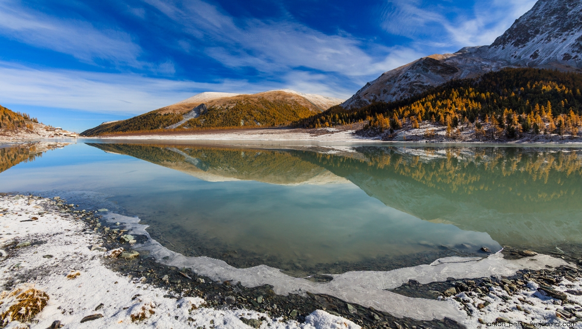 Golden autumn in Altai. Lake Akkem 02