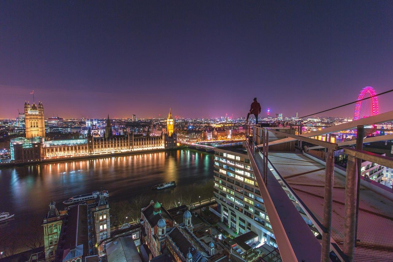 London Rooftopper 04