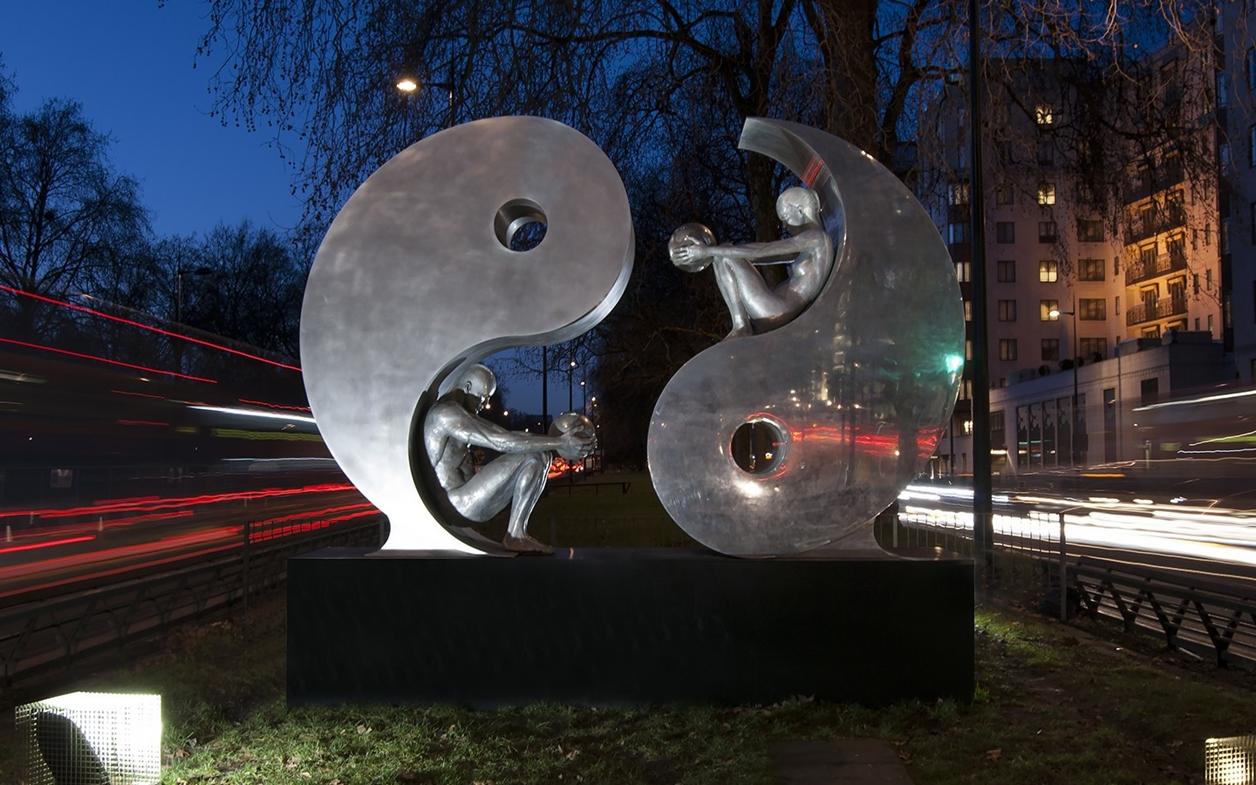 The Amazing Sculptures of Lorenzo Quinn 02