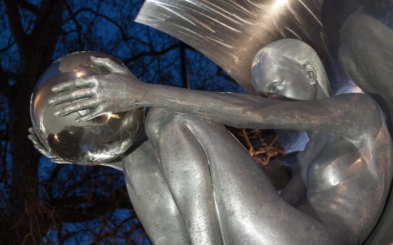 The Amazing Sculptures of Lorenzo Quinn 03