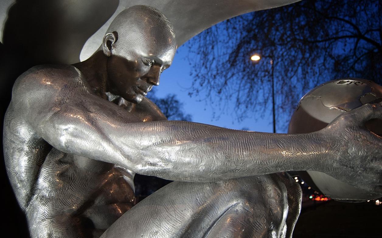 The Amazing Sculptures of Lorenzo Quinn 04