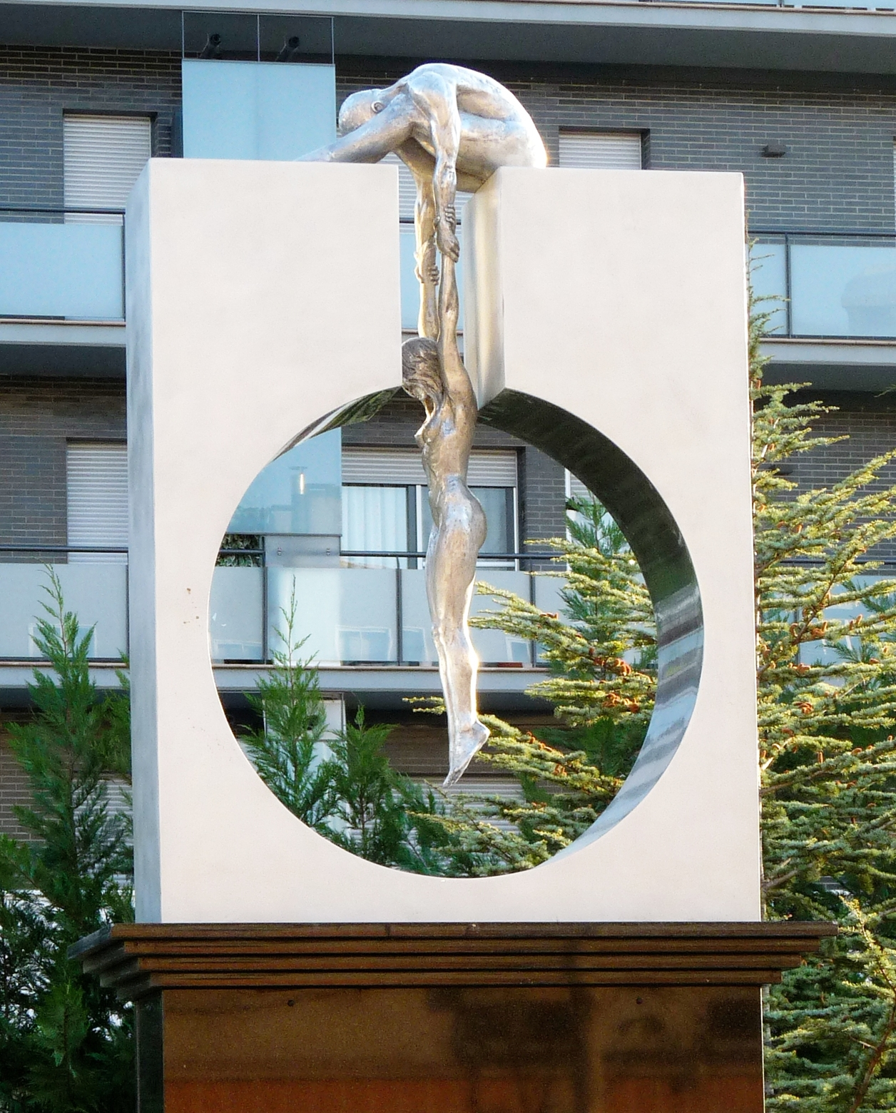 The Amazing Sculptures of Lorenzo Quinn 12