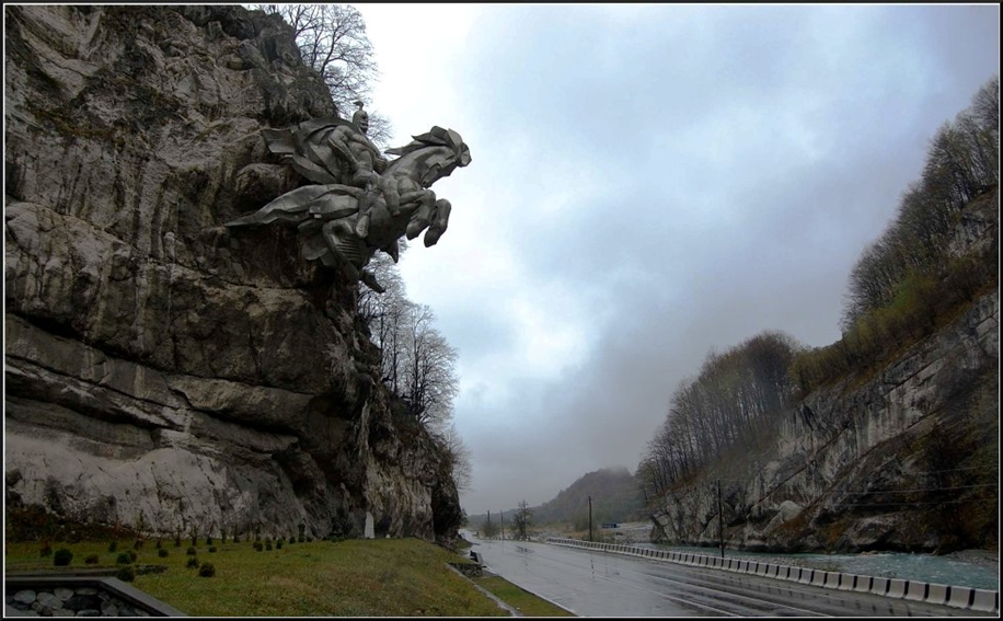 The statue of St. George in North Ossetia_0
