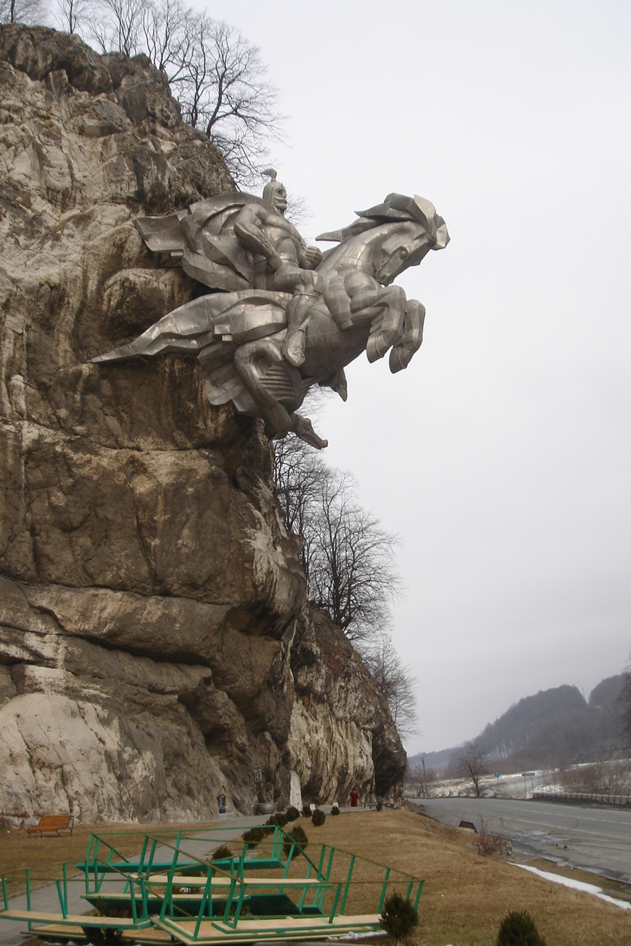 The statue of St. George in North Ossetia_10