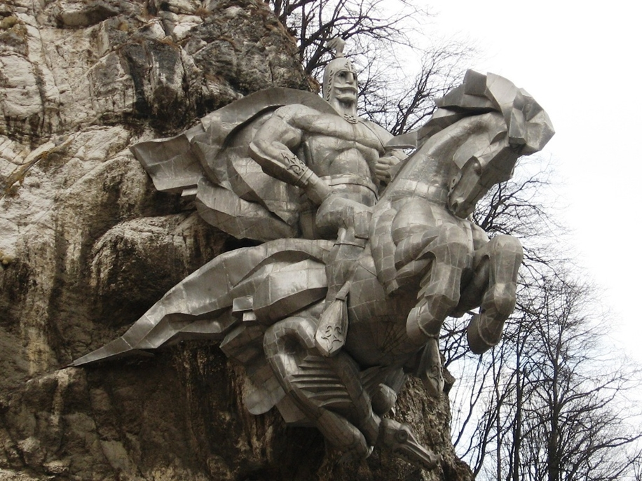 The statue of St. George in North Ossetia_11