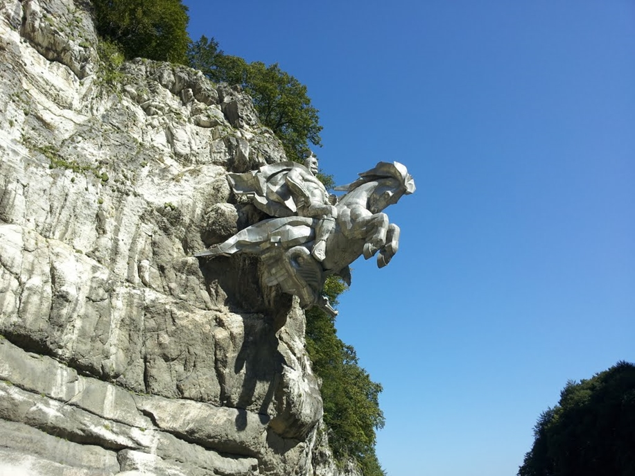 The statue of St. George in North Ossetia_12
