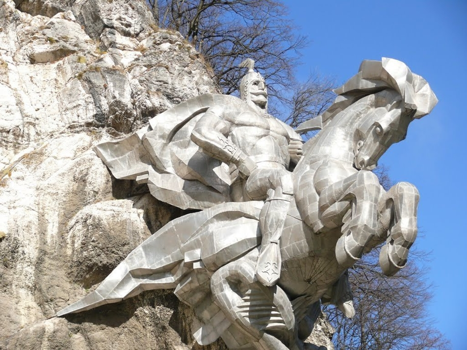 The statue of St. George in North Ossetia_4