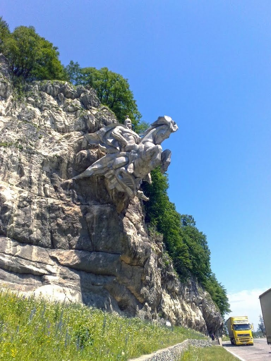 The statue of St. George in North Ossetia_5