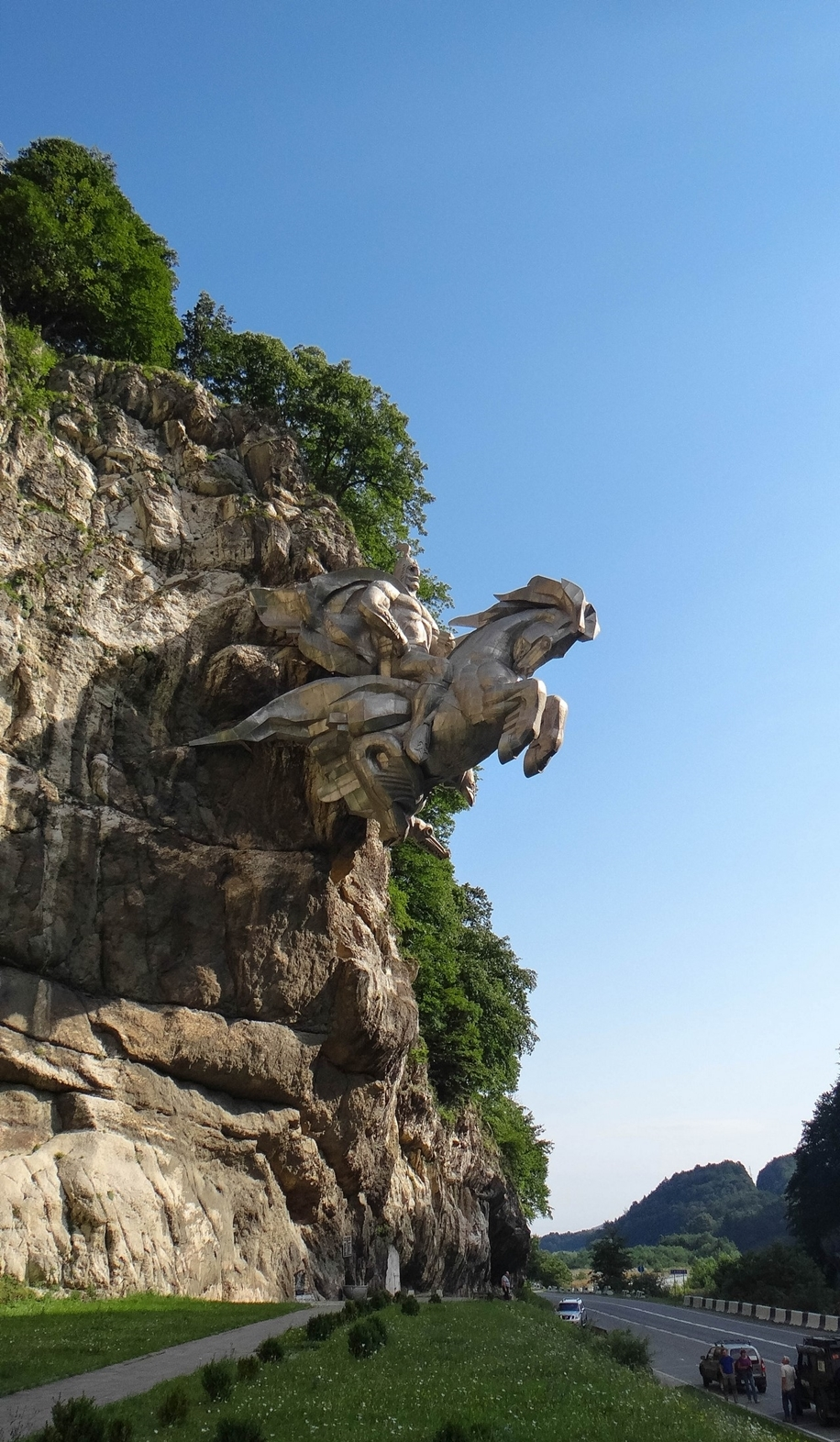 The statue of St. George in North Ossetia_8
