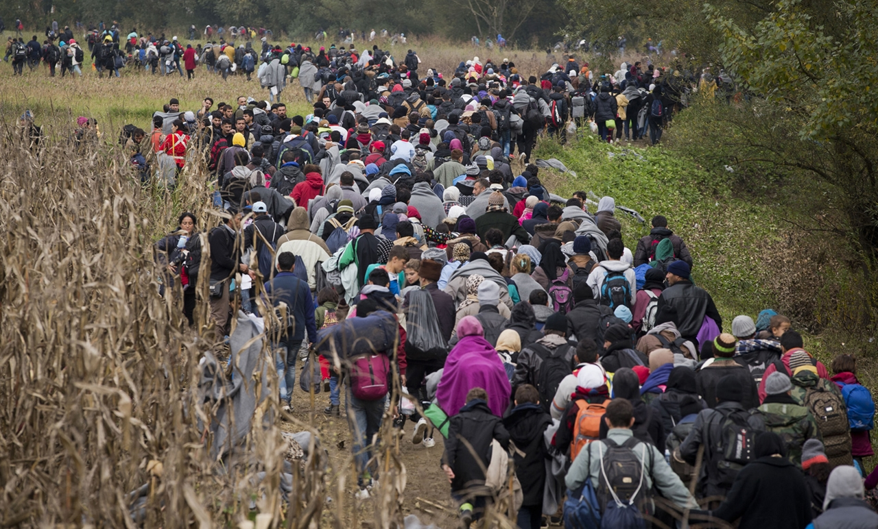 Thousands of Migrants Are Crossing the Balkans on Foot 04