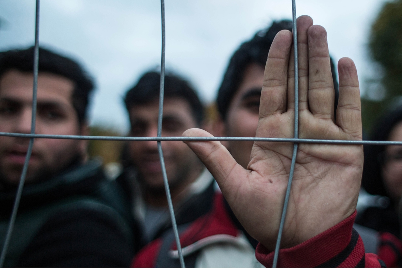 Thousands of Migrants Are Crossing the Balkans on Foot 07