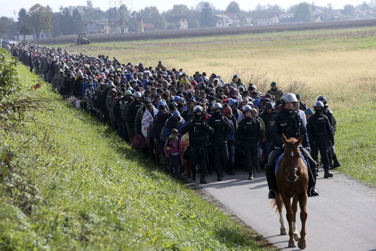 Thousands of Migrants Are Crossing the Balkans on Foot 10