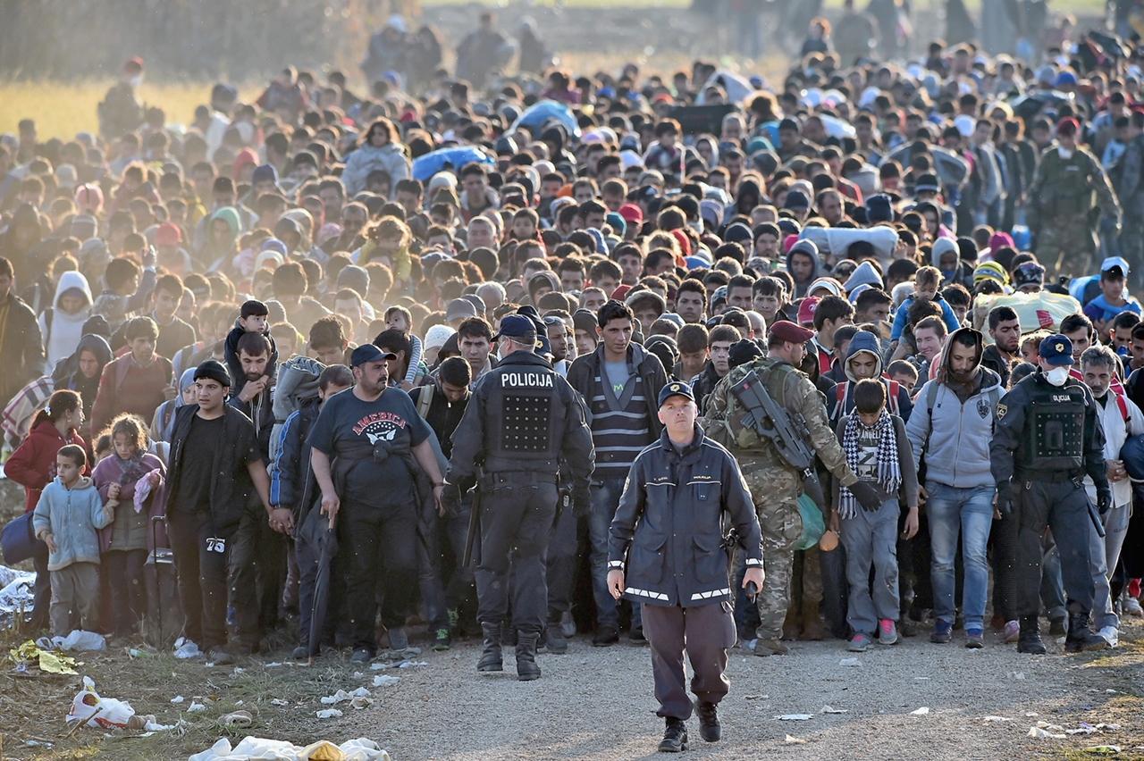 Thousands of Migrants Are Crossing the Balkans on Foot 15