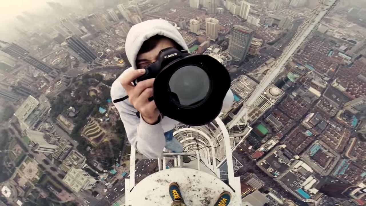 Известные руферы осуществили восхождение на два Шанхайских шпиля