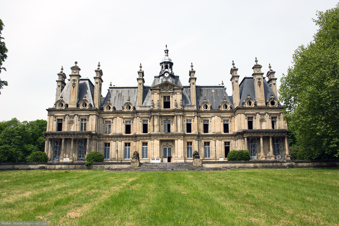Abandoned castles in France 01
