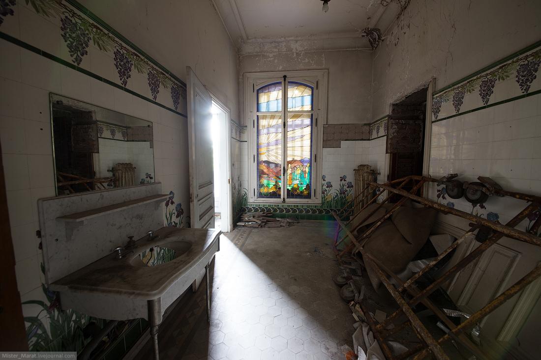 Abandoned castles in France 09