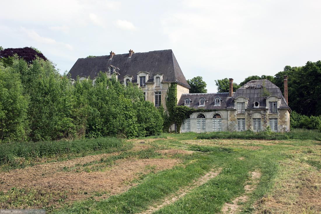 Abandoned castles in France 17