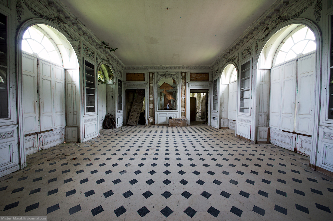 Abandoned castles in France 18