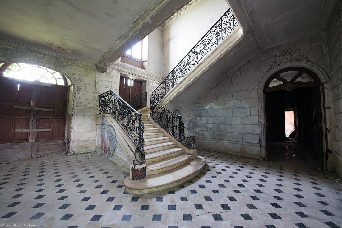 Abandoned castles in France 19