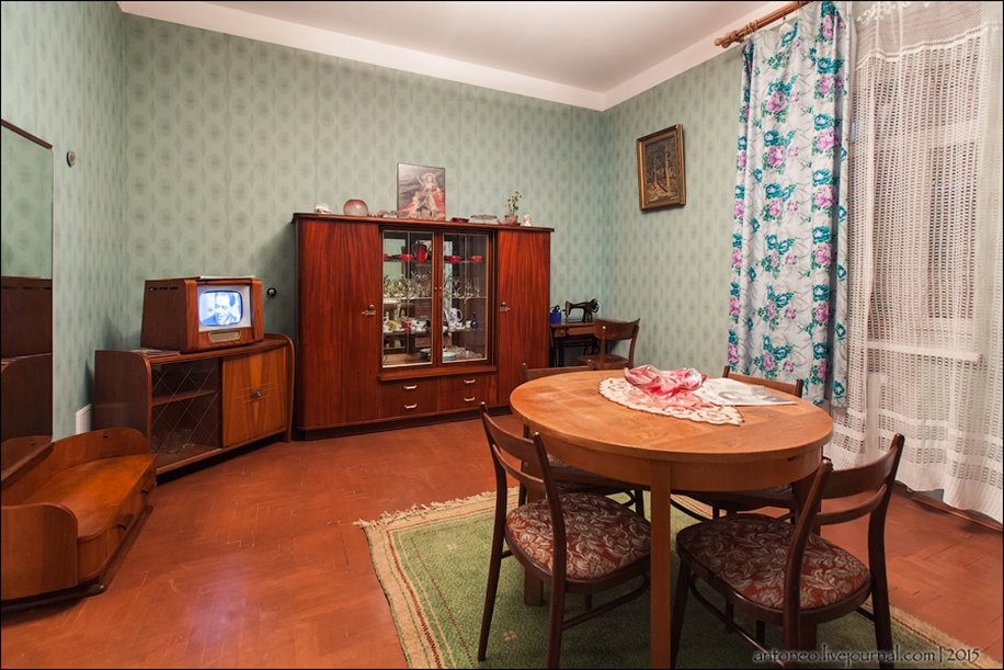 Back in the USSR-time apartment on the Arbat 01