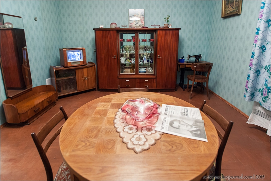 Back in the USSR-time apartment on the Arbat 03